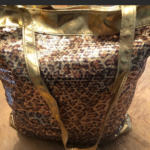 Handbags - Gorgeous, leopard sequined tote bag❤️